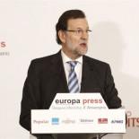 Rajoy se lía con la deuda de España y de Grecia: 'Es como si en España debiéramos 900.000 millones'