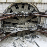 La gigante tuneladora 'Bertha' finalmente ve la luz después cuatro años bajo tierra y 3,2 kilómetros