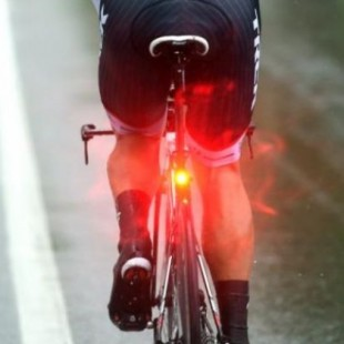 0fe4c09a2 Usar luces parpadeantes en tu bici es motivo de multa