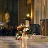 Los españoles dejan de ser católicos