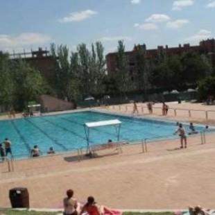 16889b94e1834 Un niño de 9 años se ahoga en una piscina municipal de Madrid y  revive   tras una hora de reanimación